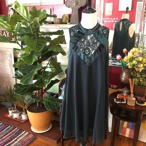 Emerald Green Flowy Lace and Velvet Dress
